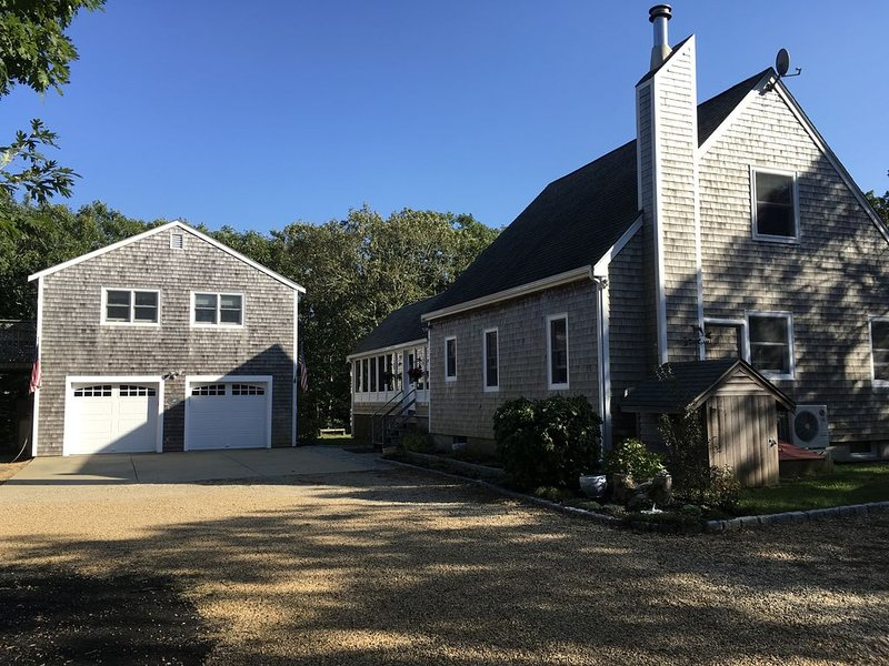 Beautiful Edgartown Home--3 BR/2.5BA, Hot Tub, Gourmet Kitchen, Screened Porch, holiday rental in Edgartown