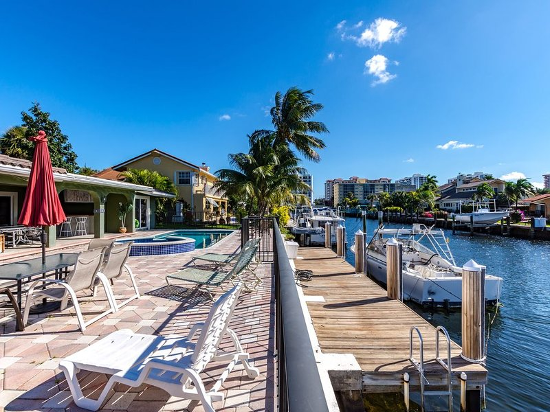 Heated pool and jacuzzi, 100' on deep water, 1.5 mile from beach., holiday rental in Pompano Beach