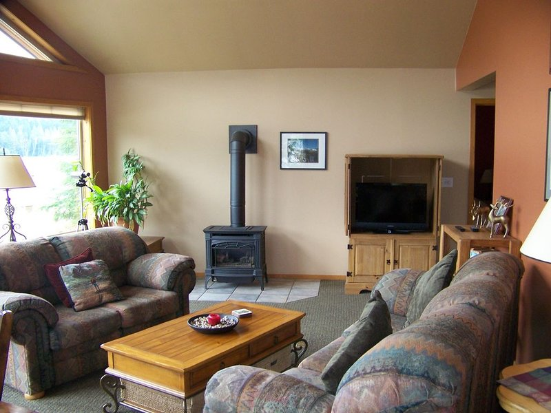 Summer is here!  Please see our enhanced cleaning and safety information, holiday rental in Packwood