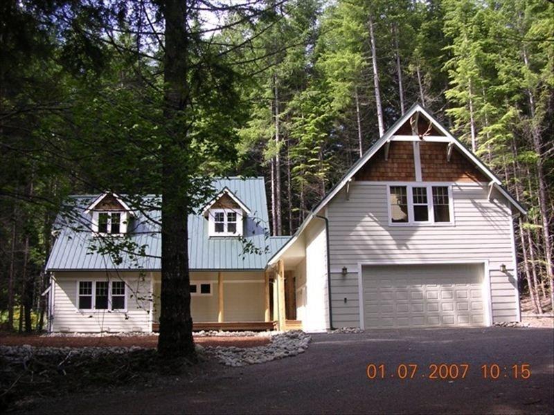Cozy, Luxurious Mountain Home Near Mt. Rainier, Ski Resort, holiday rental in Greenwater