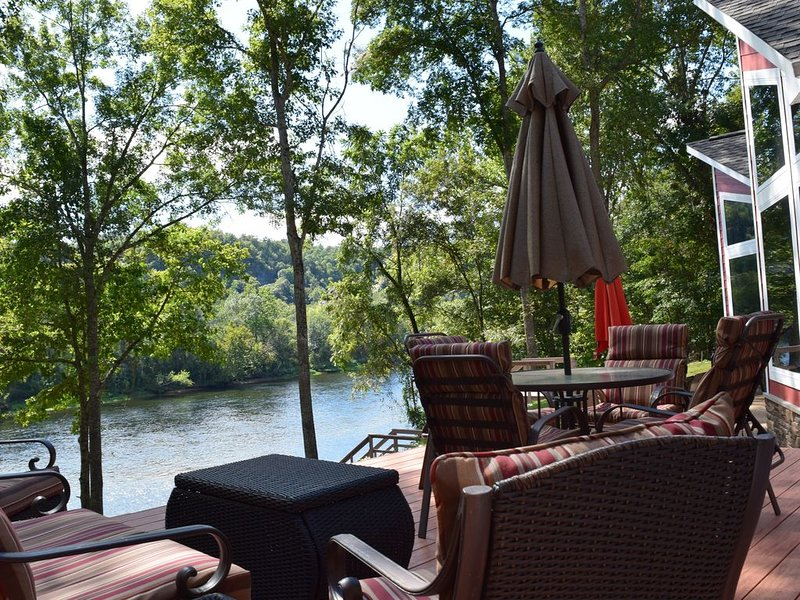 A Unique Experience on the White River, holiday rental in Lakeview