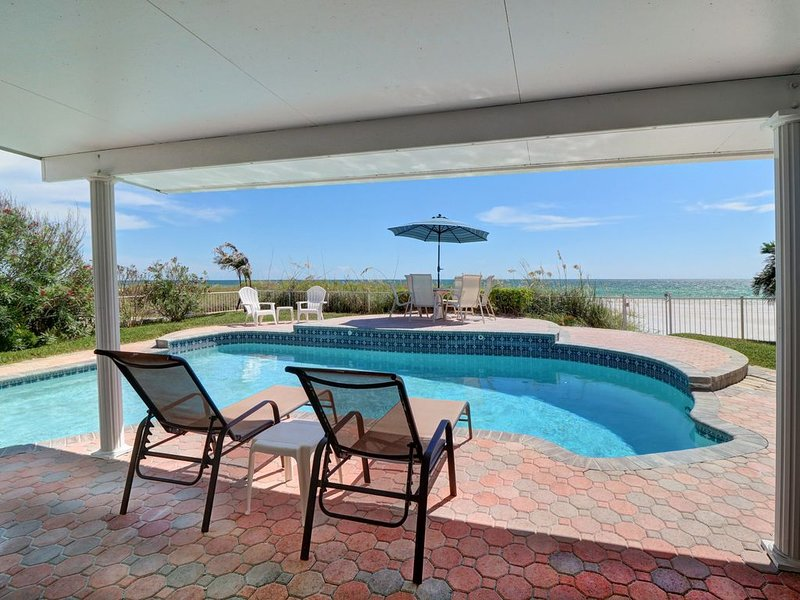 The Sunset House / Beach Front Home w/ Private Pool & Hot Tub, holiday rental in Redington Shores