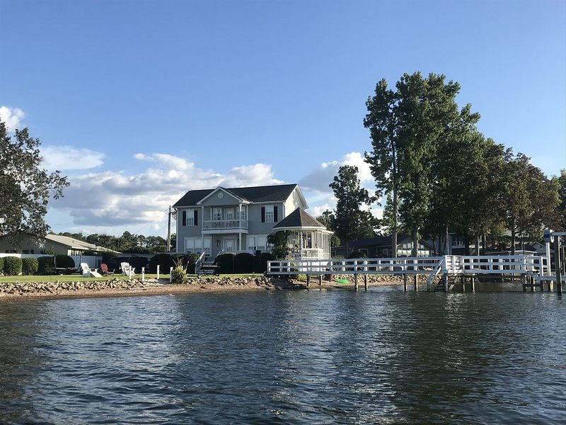 A Great Place for Your Next Family Vacation in a Private Lakefront Home, holiday rental in Irmo