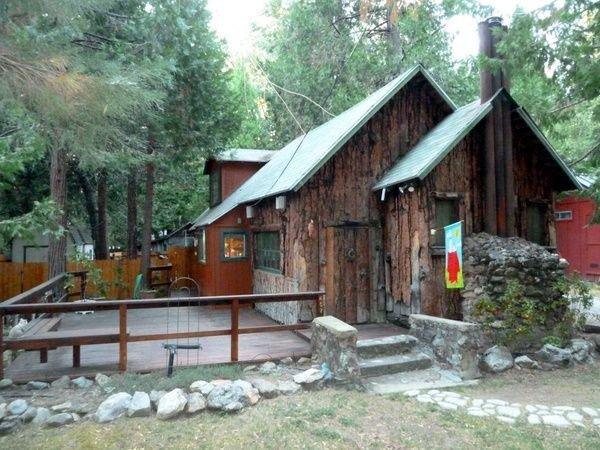 Adorable pet friendly cottage located in the Giant Sequoias!, location de vacances à Camp Nelson