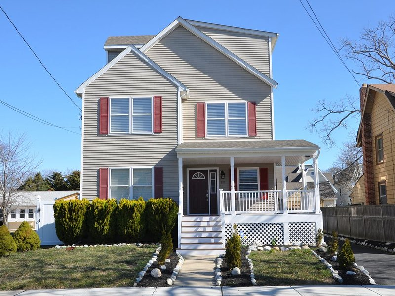 NEWLY REMODELED Beautiful Beach House! 4 Blocks To The Beach., vacation rental in Belmar