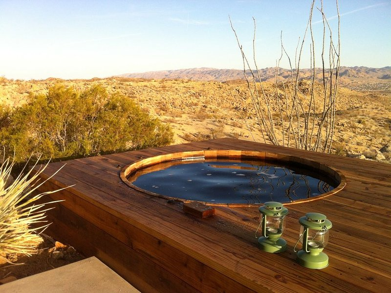 Joshua Tree Green House With Outdoor Hot Tub, location de vacances à Yucca Valley