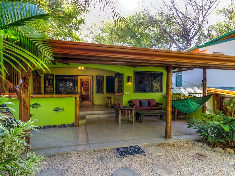 SEA SHACK....the place to. chill.  Everything you need & nothing you don't!!, vacation rental in Playa Pelada
