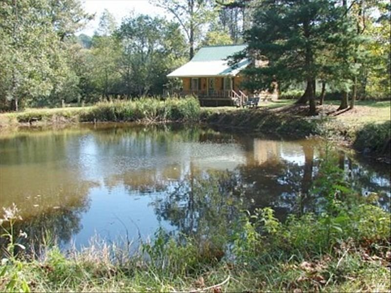 Private Getaway Convenient to Wineries and Wedding Venues, holiday rental in Dahlonega