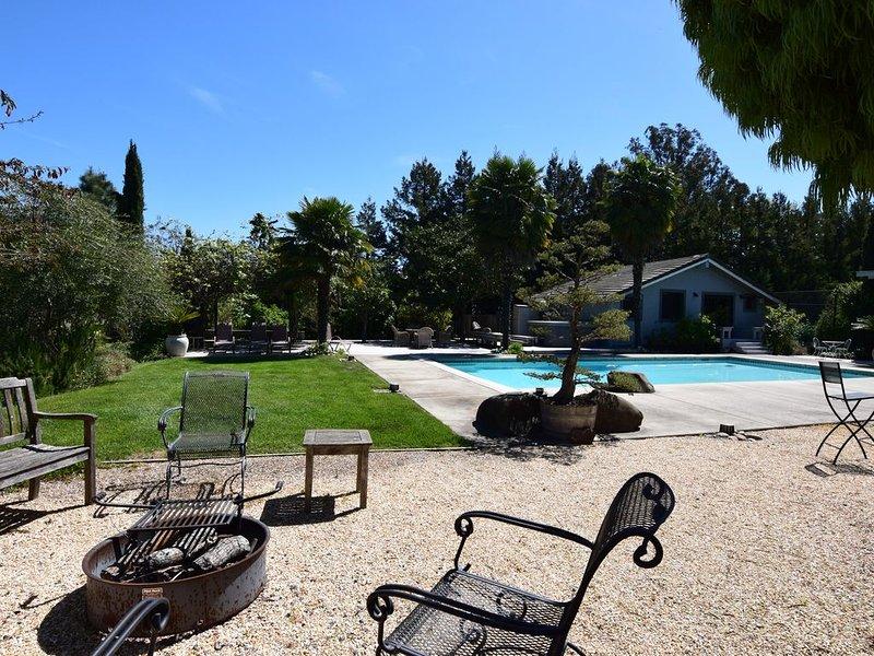 Gustafsson Estate - Lovely Estate Home - 4 Bedroom, 4.5 Bath, Tennis Court And P, location de vacances à Vineburg