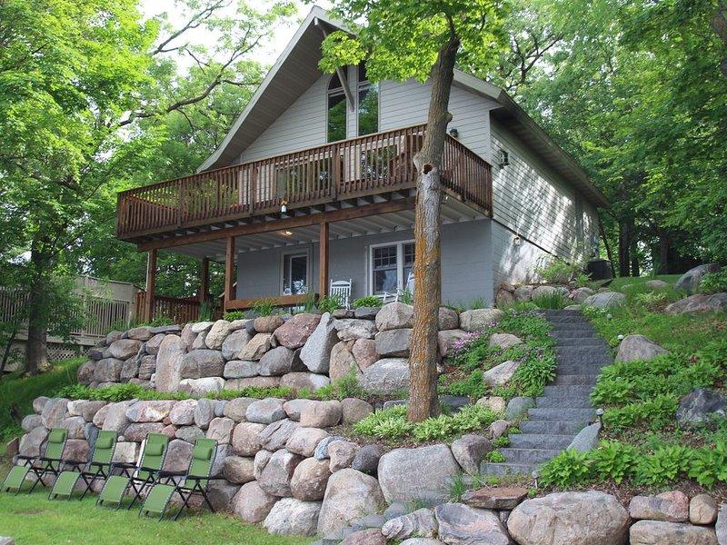 STONY POINT VISTA!  Stunning Lake Home On 75 Feet Of Lake Shore On Lake Sylvia!, alquiler vacacional en Darwin