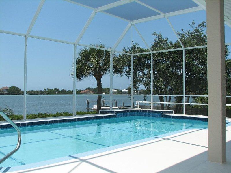 Bayfront House with Amazing Views -- Heated Pool & Boat Dock, aluguéis de temporada em Nokomis