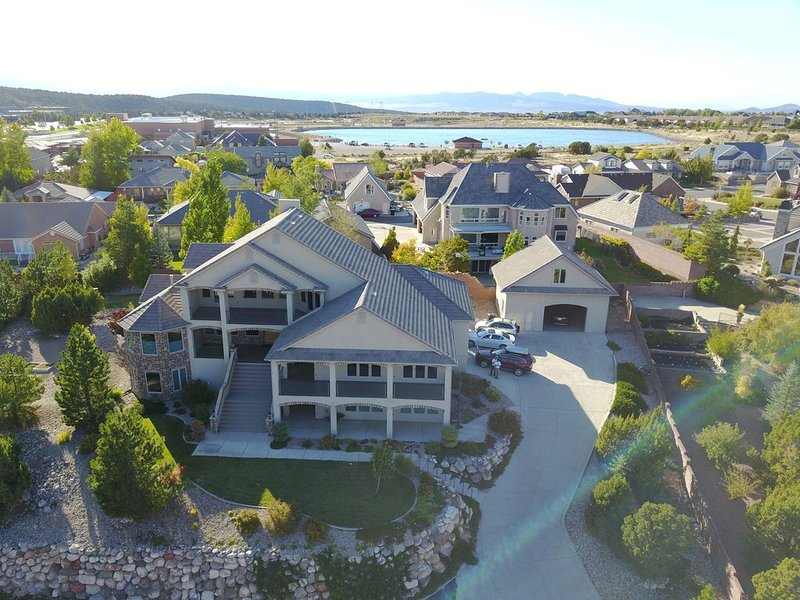 7800 SF Mansion! 7 BR 6 1/2 Bath! Theater, Gym & Game Room. Outrageous Views!, holiday rental in Cedar City