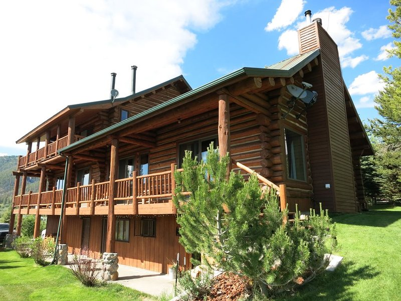 The Best & Coziest Cabin for Big Families/Groups in West Yellowstone!, location de vacances à West Yellowstone