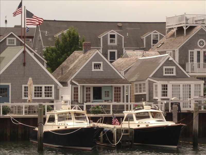 Steps from Old North Wharf - Harbor view - NEWLY RENOVATED, vacation rental in Siasconset