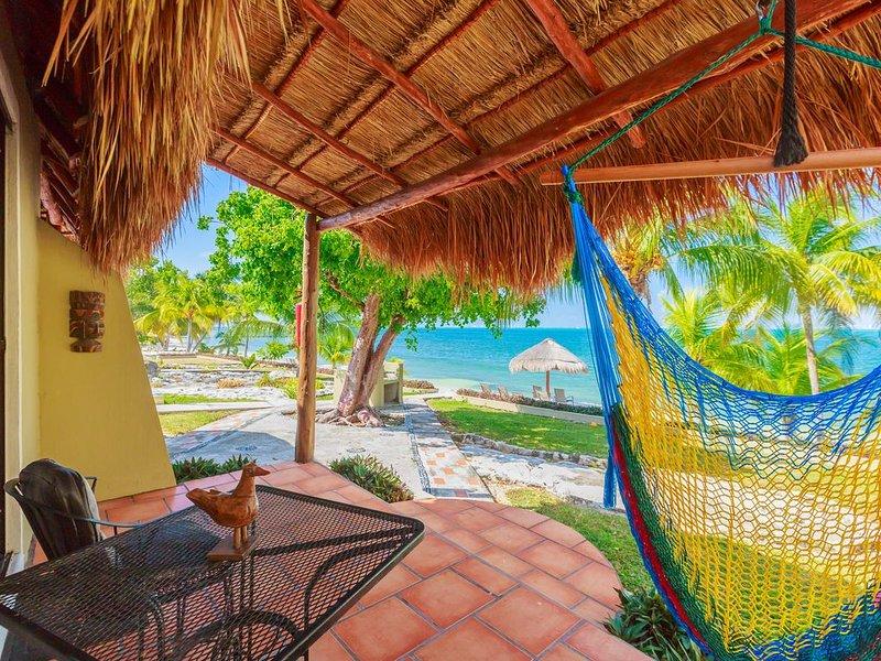 Beachfront Cottage Sam at Villa Makax, a hidden sanctuary on Isla Mujeres, holiday rental in Playa Mujeres