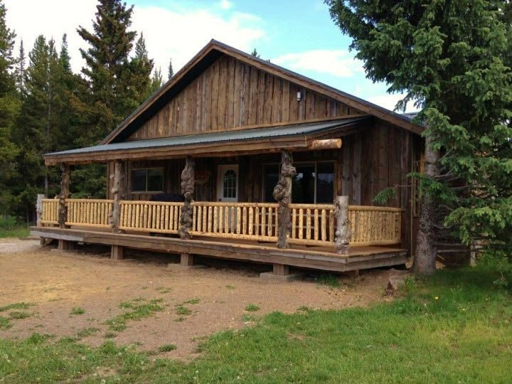 The Bears Den Cabin is great for exploring Yellowstone Park and the surrounding area.