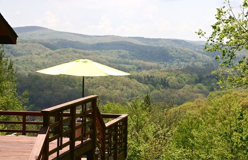Long Range Views/Grndfthr Mntn/Pet Friendly/Fireplace/Linville Township, holiday rental in Newland