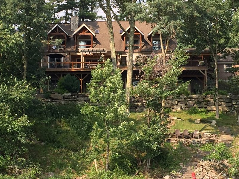 Lake Wallenpaupack Lakefront Home With 4 master bedrooms facing lake, holiday rental in Newfoundland