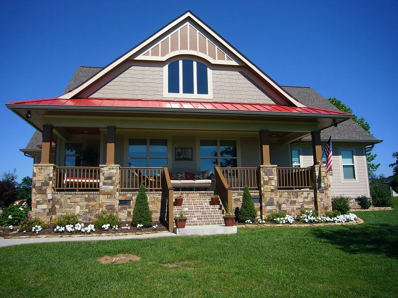 The Red Wolf- Lake View Home on 2.5 Acres in Country Setting, vacation rental in Soddy Daisy
