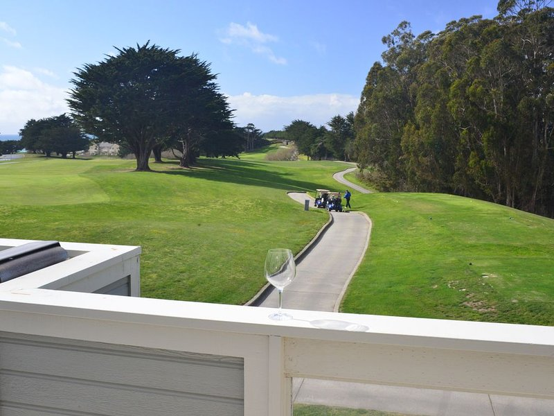Picturesque Greenbelt & Ocean View Getaway -  Ritz Carlton - Gated Community, location de vacances à Half Moon Bay