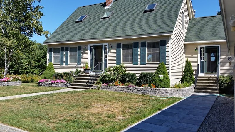 Ocean View and Pet and Family Friendly Home Located One Mile from Town., alquiler de vacaciones en Bar Harbor