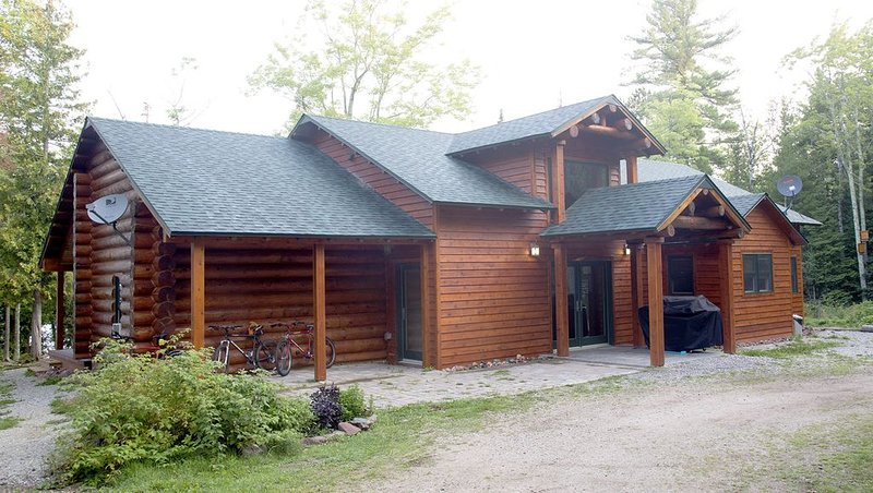Beautiful Home On 5 Acres With 300 Ft. Of Waterfront!  Surrounded By Forest!, vacation rental in Ashland