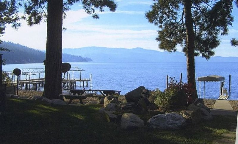 Beautiful Beach Cottage, just steps to the Beach - Lake CDA-Driftwood Bay, holiday rental in Coeur d'Alene