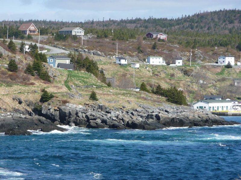 Vue du sentier de la côte est, le belvédère d'Anchor Rock est une maison rouge en haut à droite