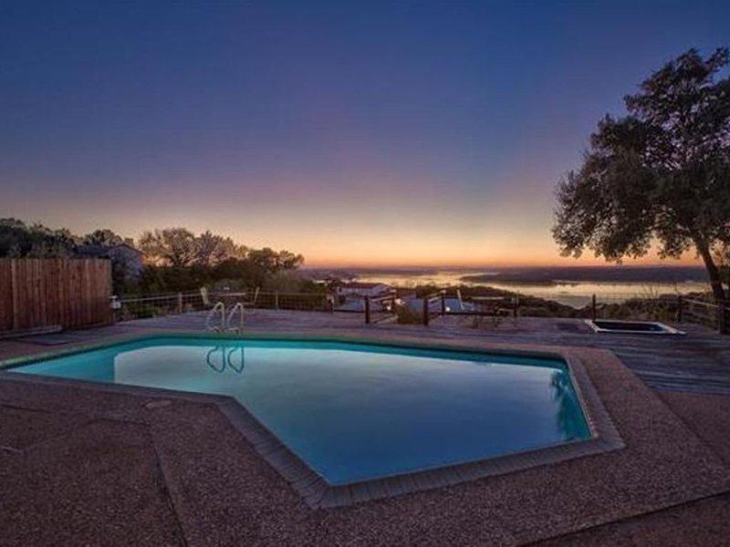 King Of The Hill * Lake Travis! Pool, Spa, Sunset Views Over Arkansas Bend!, location de vacances à Volente