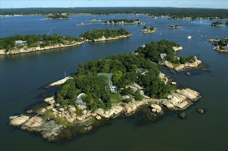 11 Bedroom Home on Pot Island for Family,  Re-Unions, Retreats, alquiler vacacional en Branford