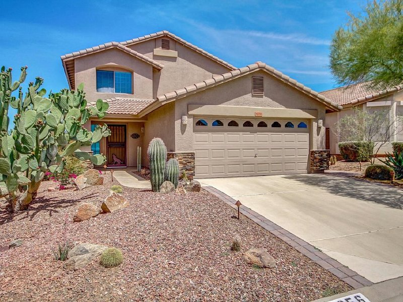 Beautiful Gold Canyon 3bd home , w/heated pool , hot tub, & spectacular Mt views, Ferienwohnung in Gold Canyon