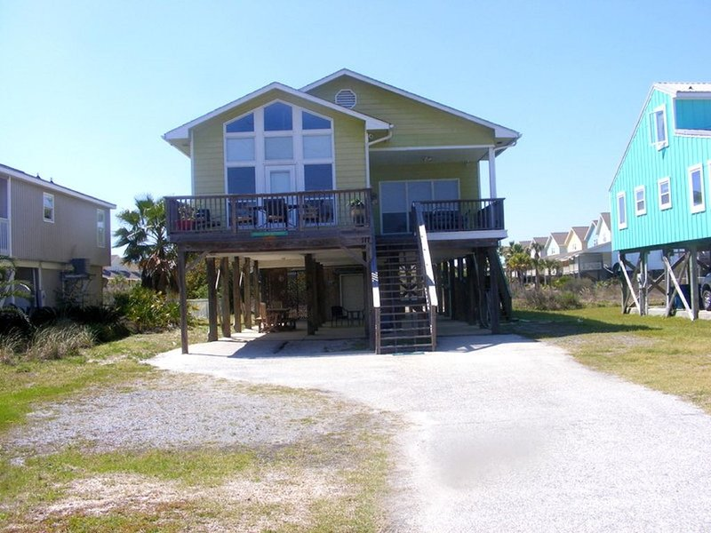 1/2 Block To The Gulf! Family Friendly Cottage - Plenty of room to gather, location de vacances à Gulf Shores