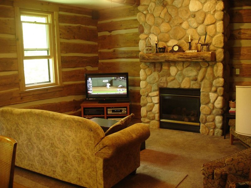 Log Cabin In Beautiful Village Of Egg Harbor ~ Outstanding Vacation Spot!, location de vacances à Door County