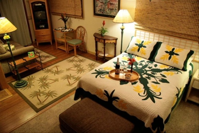 115 $ - Plantation Style Studio & Courtyard Garden with Gift &  Coffee Service, Ferienwohnung in Koloa