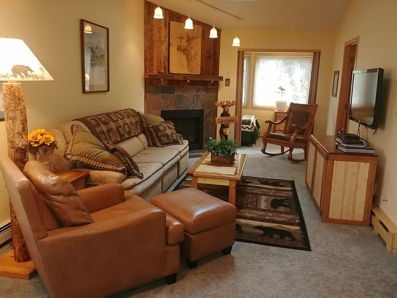 Sunny Frisco Condo Close to Skiing, Biking, Hiking, Shopping and Dining, vacation rental in Frisco