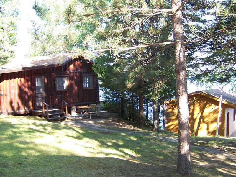 Burntside Lake Cabin Complex Available For Rent A Very Beautiful Quiet Location, casa vacanza a Ely