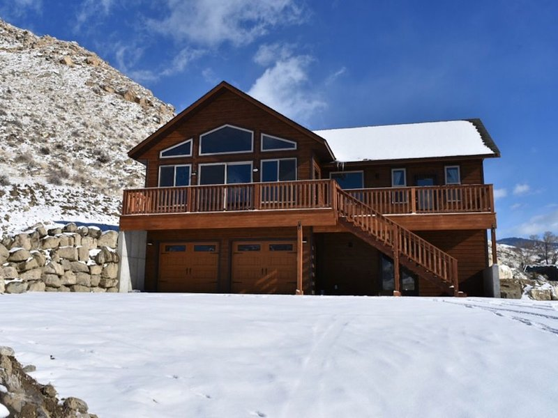 New home!  Yellowstone Northern Views!!, alquiler de vacaciones en Gardiner