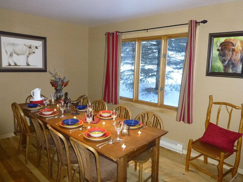 Townhouse, Downtown Jackson Hole By The Ski Slopes, 5 Miles To Grand Teton Park, vacation rental in Jackson