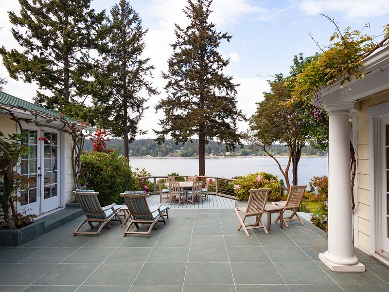 Private One Acre Waterfront Home, alquiler vacacional en Vashon