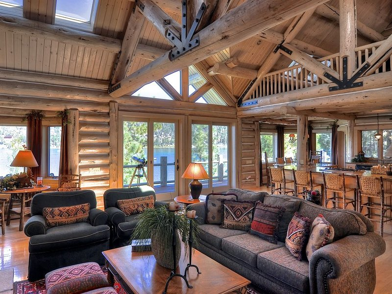'The Grand' Big Bear Luxury Lakefront Log Home-Private Dock., location de vacances à Big Bear Lake