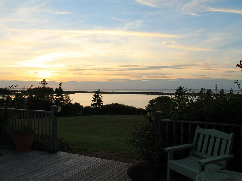 Stunning Sunsets From Oceanview Home Only 400m To 10 Km Of Sandy Beach, holiday rental in Pictou