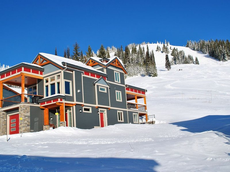 Fabulous Ski In/Out 2 Bedroom Suite, vakantiewoning in Vernon
