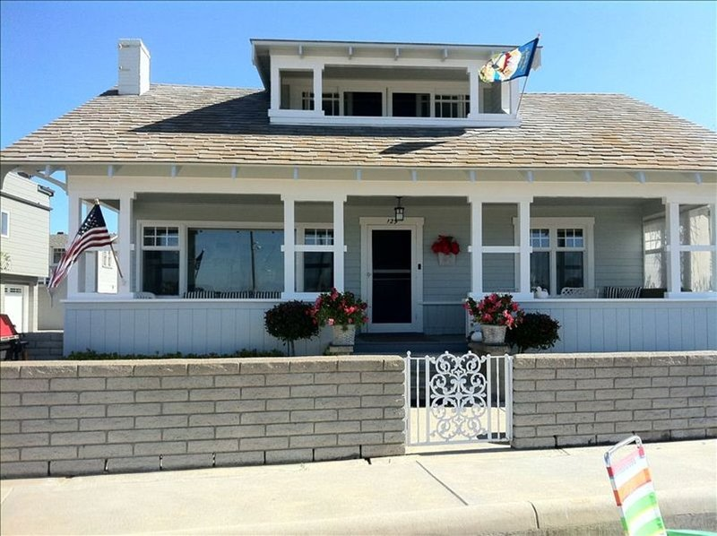 Balboa Bay Front Bungalow, The 'Jewel' of the Peninsula, vacation rental in Newport Beach