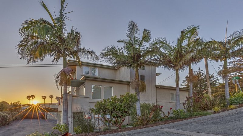 Stylish And Updated Ocean View Condo, alquiler de vacaciones en Cayucos