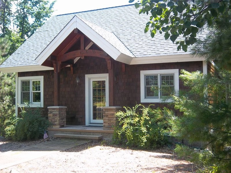 Family Friendly Northwoods Retreat With Water Access!, holiday rental in Minong