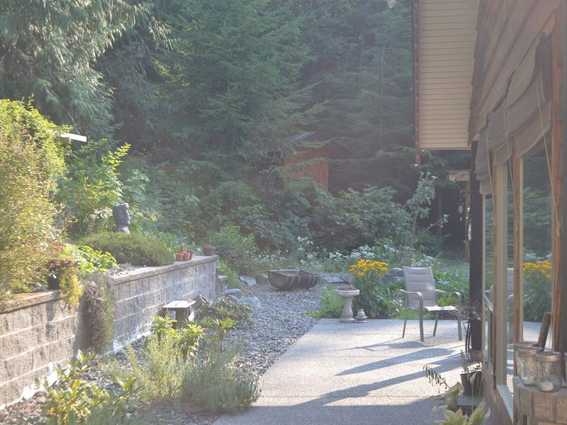 Family And Pet Friendly Home By Recreational Mountain Trails, holiday rental in Nanaimo