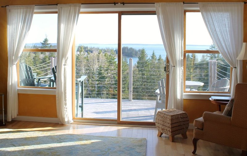 Delightful Maine Home with Panoramic Views of Water and Sky!, casa vacanza a Mount Desert Island