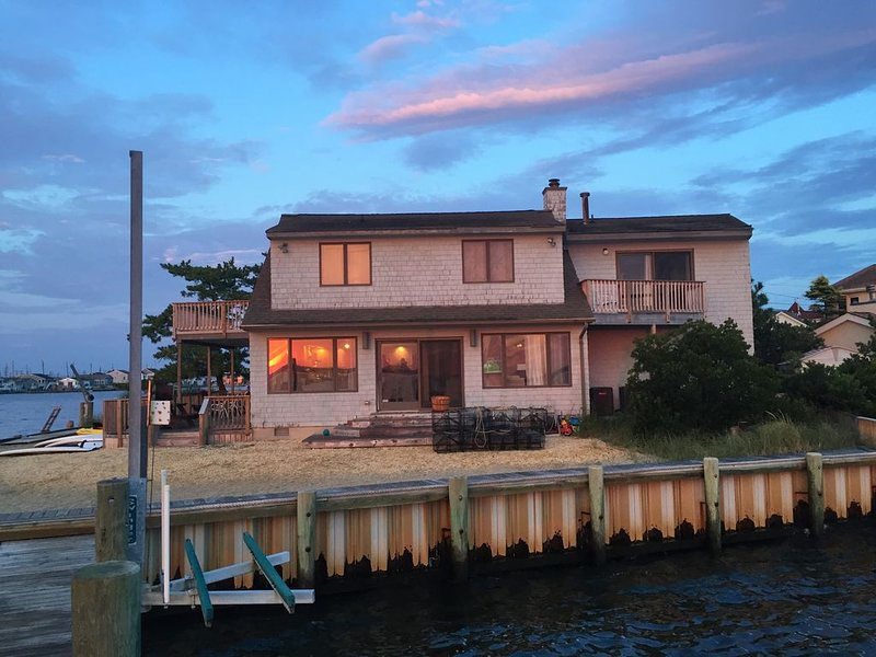 Water Front! Monterey Beach on Bay Spectacular Sunsets 6 Bdrm, vacation rental in Normandy Beach