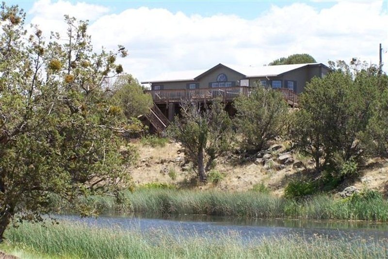 White Mountain Lake, Arizona  Creek-Side Home. a Rare Find!, holiday rental in Show Low