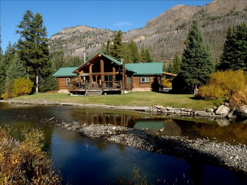 The BEST Yellowstone Home! Perfect Mix of Mountain life and Comfort., aluguéis de temporada em Cooke City